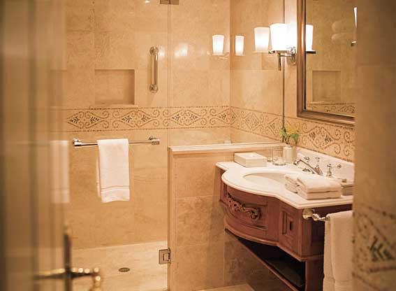 Junior Suite Bathroom at Hotel Monasterio
