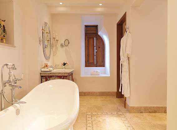 Belmond Palacio Nazarenas Junior Suite Bathroom