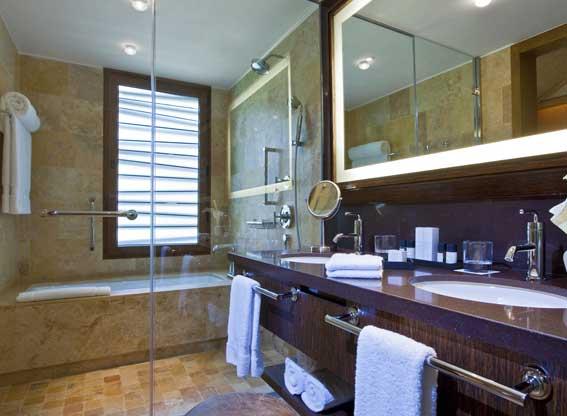 Deluxe Bathroom at Tambo del Inka