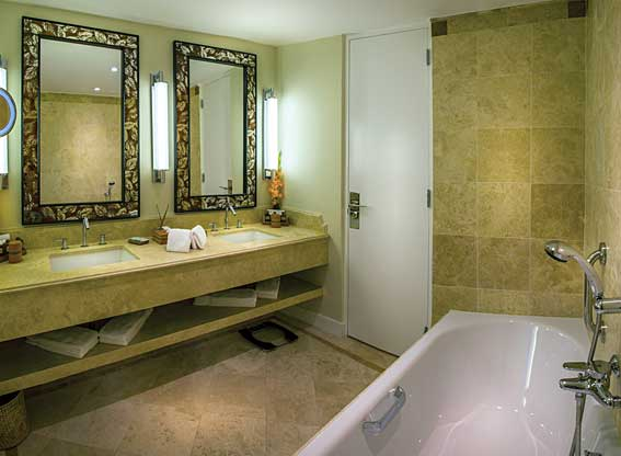 Sanctuary Lodge Suite Bathroom