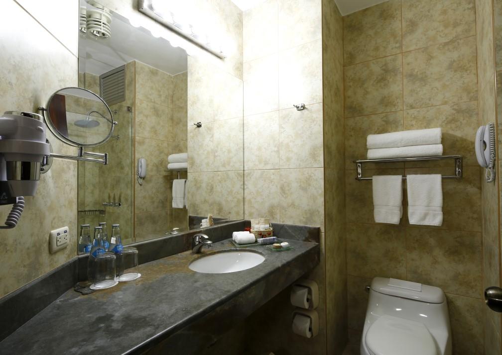 Casa Andina Premium Puno Bathroom
