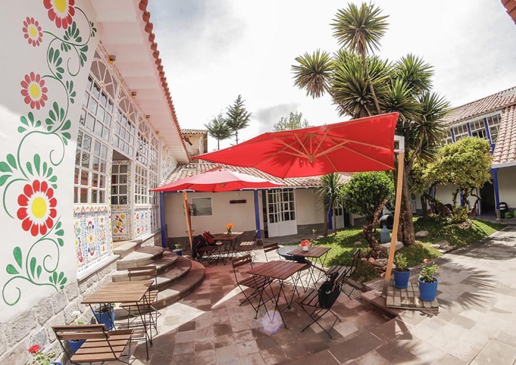 El Retablo Courtyard