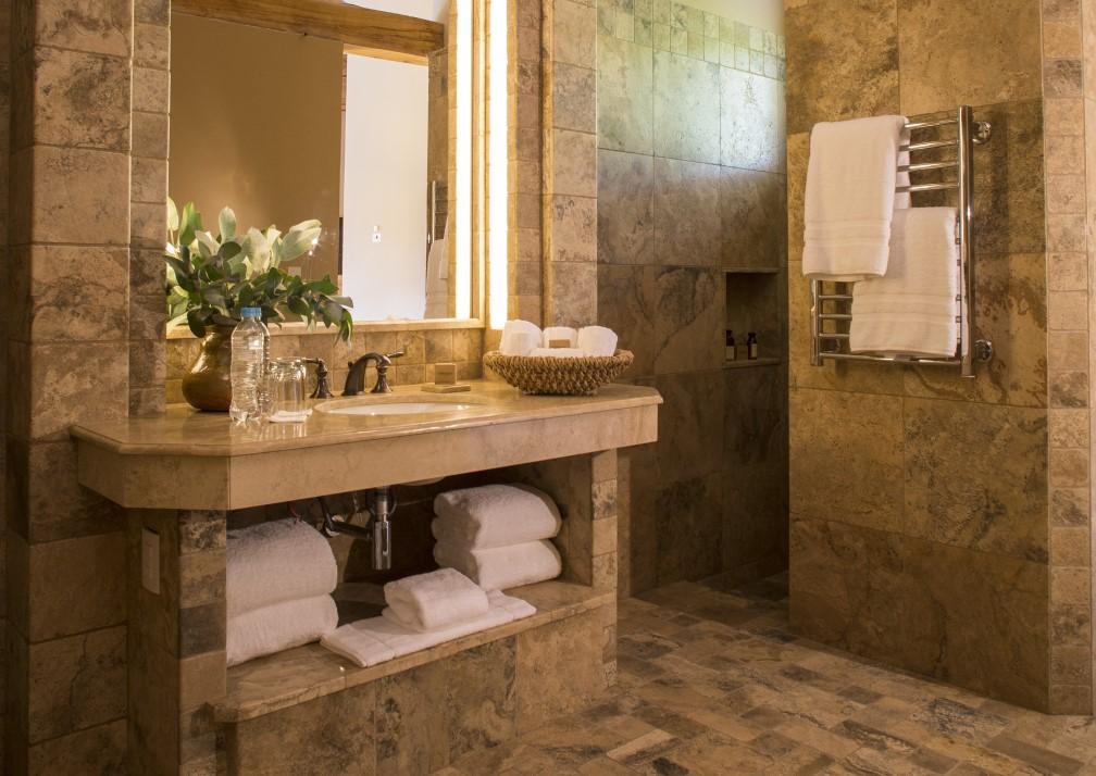 Inkaterra Hacienda Urubamba Bathroom