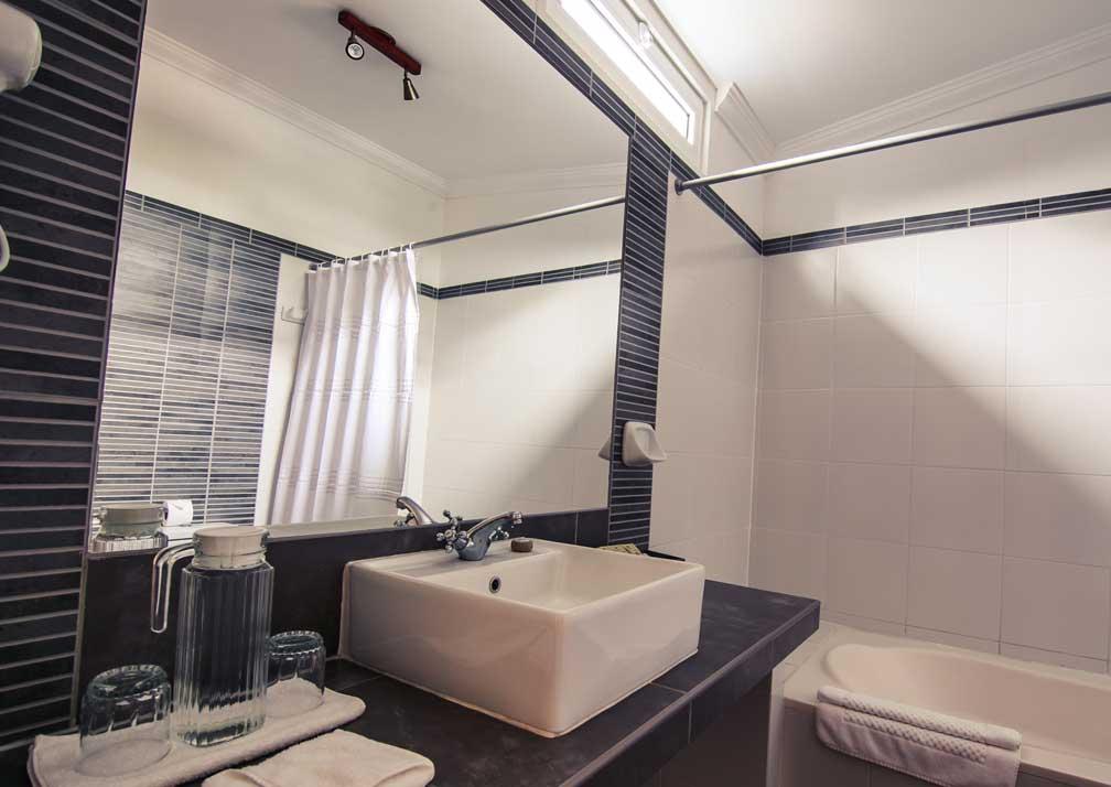 Antigua Miraflores bathroom